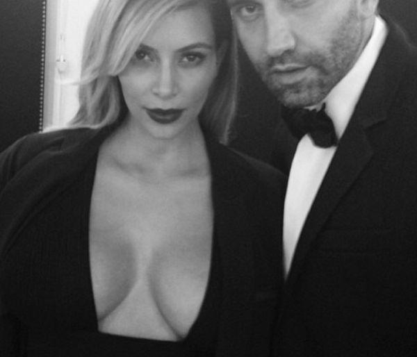Kim het hierdie foto van haar en die Givenchy-ontwerper Riccardo Tisci op Instagram gelaai.