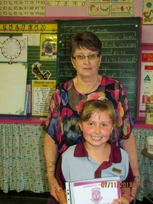 Karin Joubert saam met een van haar graad 2-leerders