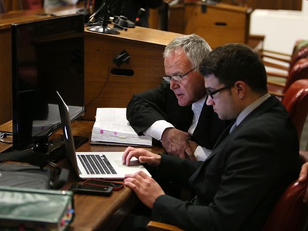 Adv. Barry Roux in die hof op 8 Julie by die moordverhoor van Oscar Pistorius. (Foto: Alon Skuy/Times Media Group/Sapa)