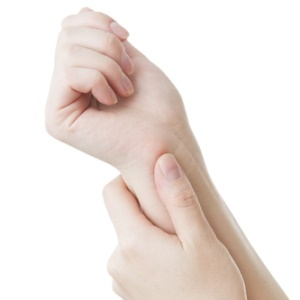 woman holding wrist pain carpal tunnel