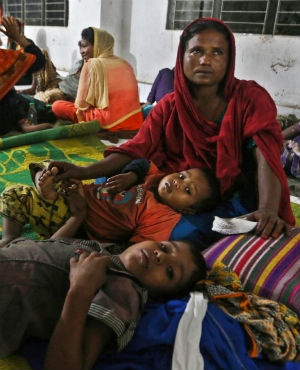 Bangladeshi villagers take refuge in a cyclone shelter following an evacuation by authorities in the coastal villages of the Cox's Bazar district ahead of Cyclone 'Mora'. (AFP)