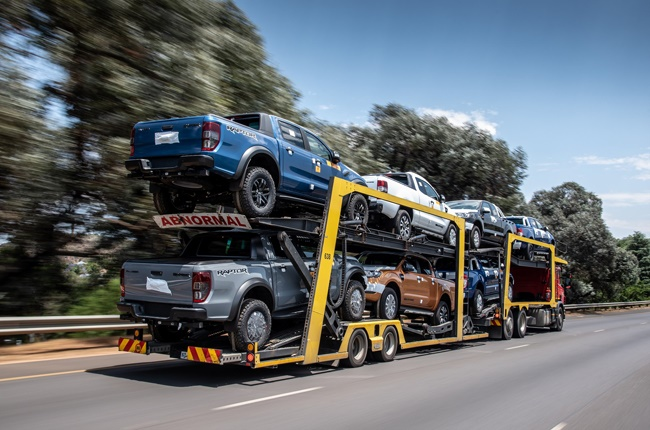 Ford Ranger bakkies heading off to a dealership (QuickPic)