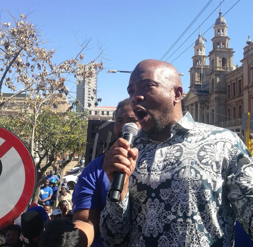 DA leader Mmusi Maimane addressing supporters outside Treasury. Picture: Twitter/@Our_DA
