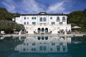 Robin Williams' Villa of Smiles in Napa valley, California, USA is still up for sale following his death.