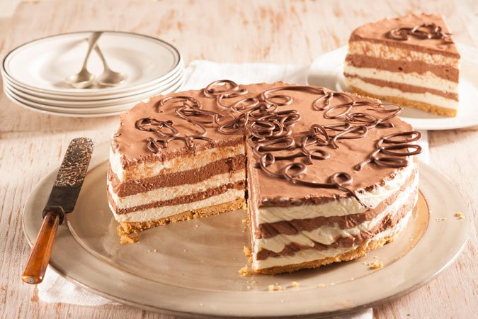 No, you don't need the oven to enjoy this layered cheesecake!