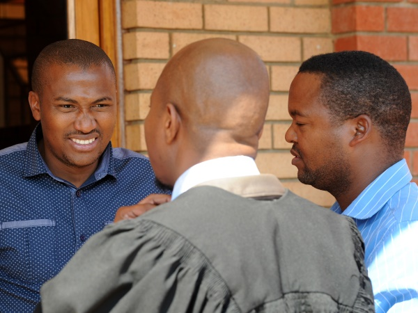 Police constables Mduduzi Mfundisi Nzuza (LEFT) and Sam Baloyi wait with their defence lawyer for the Randburg Magistrate's Court to resume on Tuesday, 9 September 2014. PHOTO: Werner Beukes/SAPA