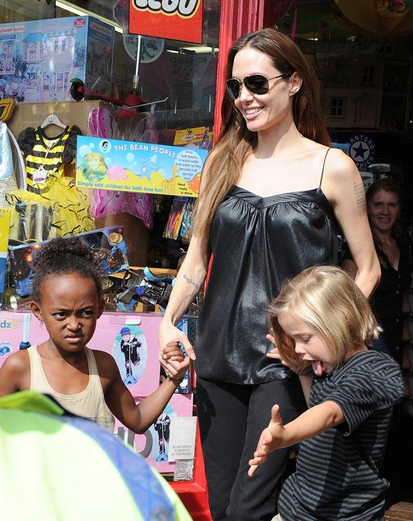 Angelina Jolie with Zahara and bilogical daughter Shiloh  Jolie-Pitt. PHOTO: wenn