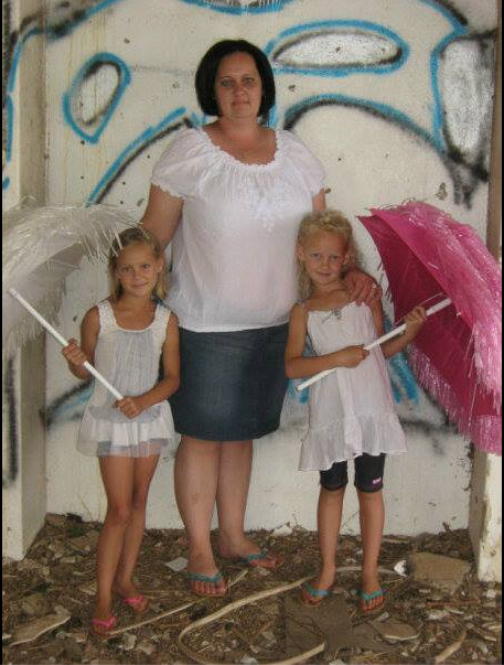 Lisa Steenberg with her daughters, Nicole (left) and Larochelle (right). PHOTO: Supplied