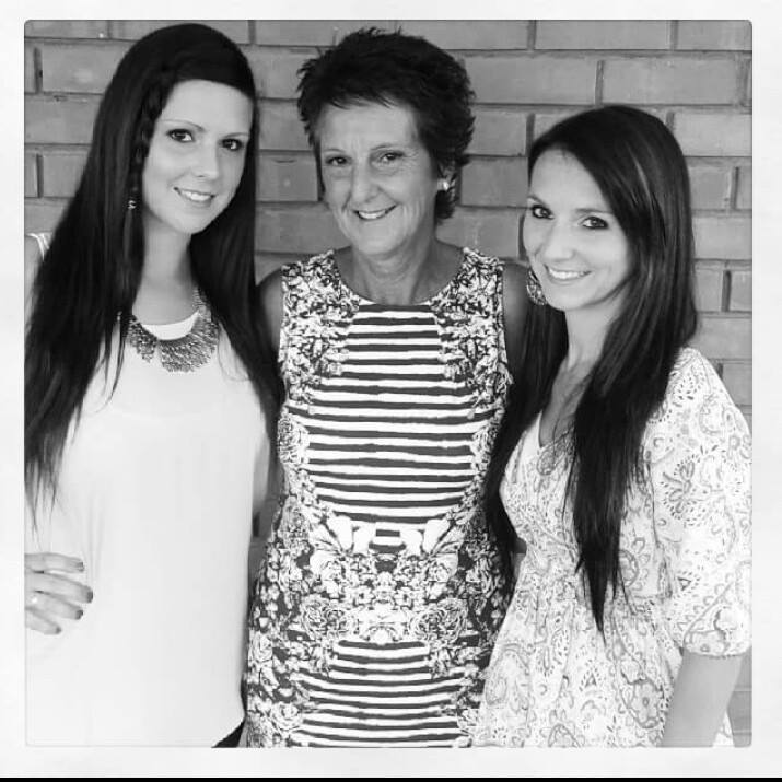 Jayde's sister Toni recently changed her Facebook profile picture to one of them with their mother, Michelle.