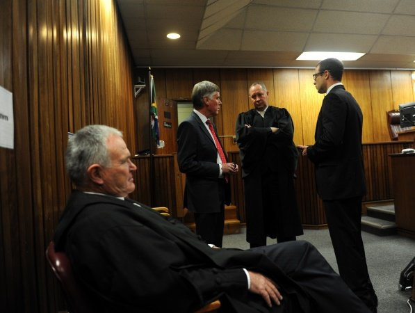 Oscar Pistorius with his defence team: Barry Roux (foreground), Brian Webber (L) and Kenny Oldwage (C)  PHOTO: Werner Beukes/SAPA/Pool