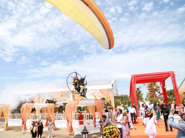 The wedding ring was parachuted in to the rind ceremony.  facebook.com/themardanpalace