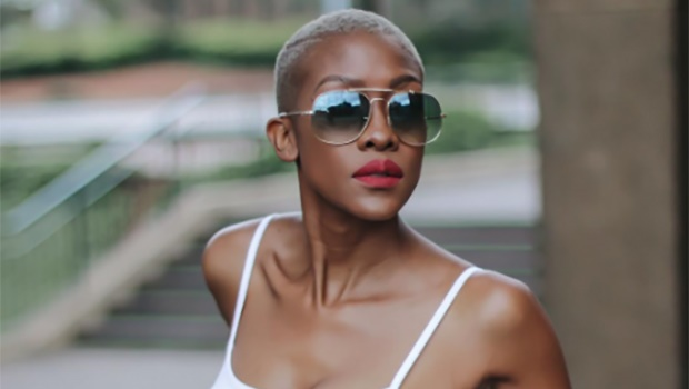 46b6c1f21297 How to wear your sunglasses like an influencer