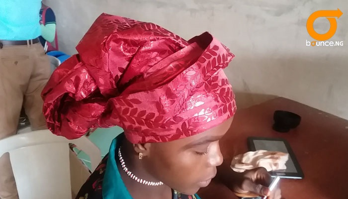 children learning how to make tie gele