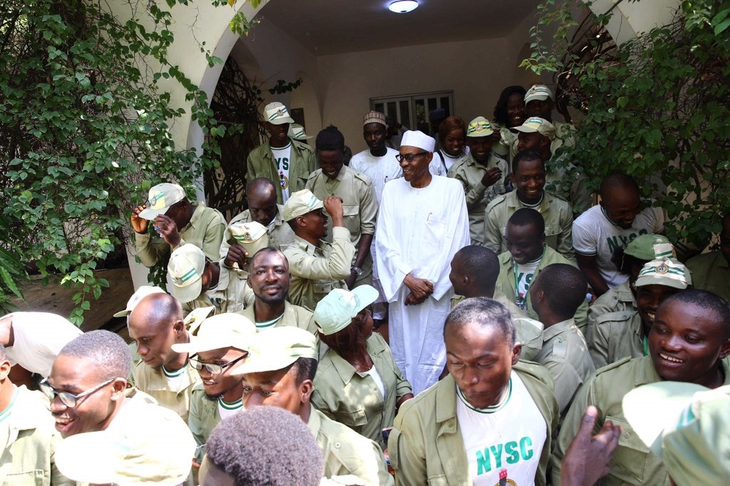 muhammadu buhari receives corpers in Duara.