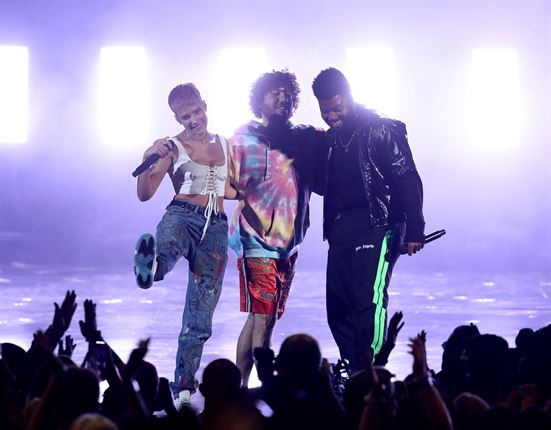 50 Pictures You Have To See From The American Music Awards