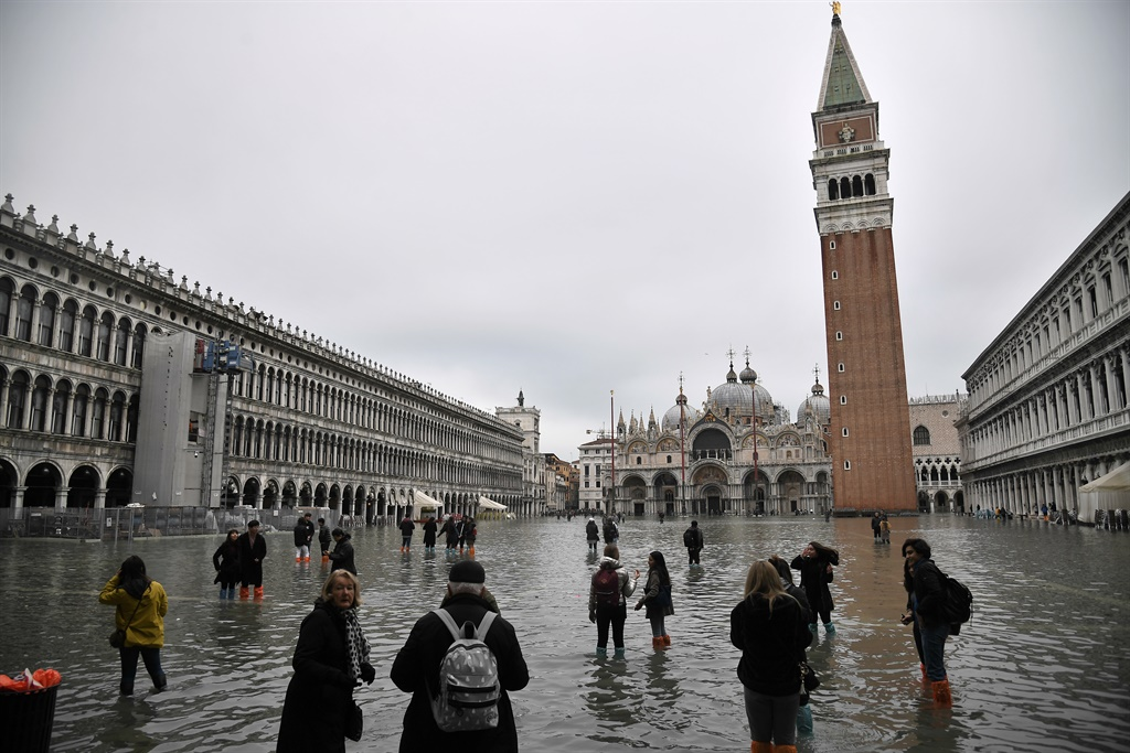 News24.com | WATCH | 'The city is on its knees' - Climate change, corruption blamed for Venice flood devastation