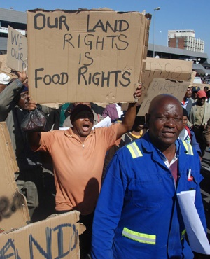 Land claims beneficiaries marching in Polokwane to demand a speedy resolution on their claims. (File, Foto24)
