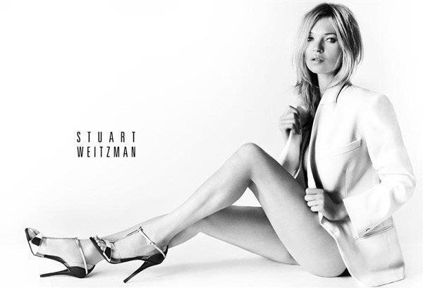 Hier is Kate Moss te sien in Stuart Weitzman se skoene vir sy Lente/Somer 2013- reeks.