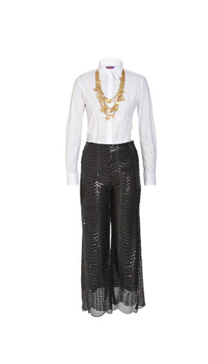 Wit hemp van 46664, wyepypbroek van A-List, goue ketting van Metallic Mermaid