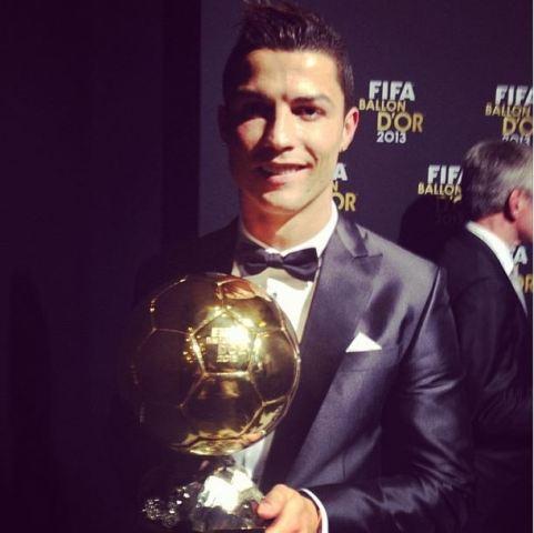 Cristiano is verlede jaar vir die twee keer met die FIFA Ballon d'Or vereer - dié toekenning word gegee aan die sokkerspeler wat die beste presteer het FOTO: Instagram (@cristiano)