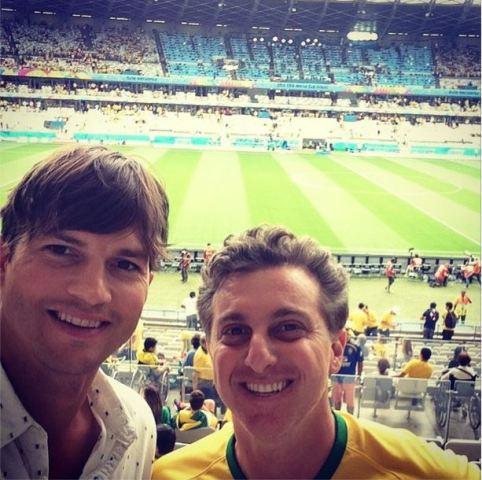 Ashton en Luciano Huck tydens die eindstryd by vanjaar se Fifa-wêreldbeker in Brasilië FOTO: Instagram (@aplusk) FOTO: