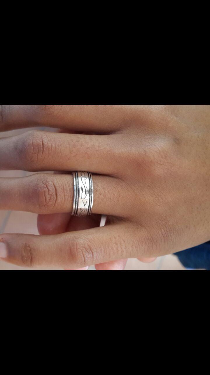 Schalk het haar verloofring spesiaal vir haar laat ontwerp FOTO: Verskaf aan SARIE.com