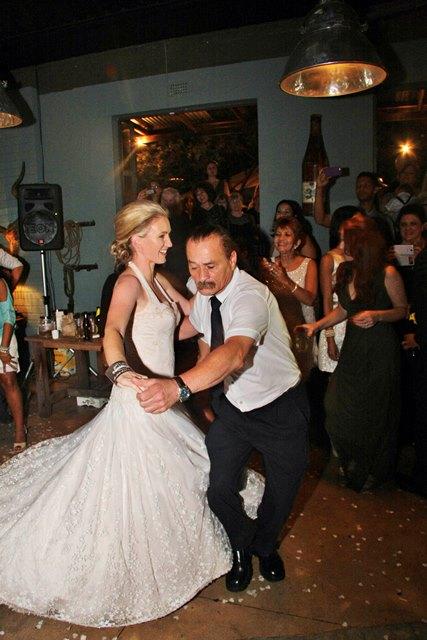 Die nuwe mev. Abrahams dans met haar skoonpa, Kenneth. FOTO: Phyllis Green