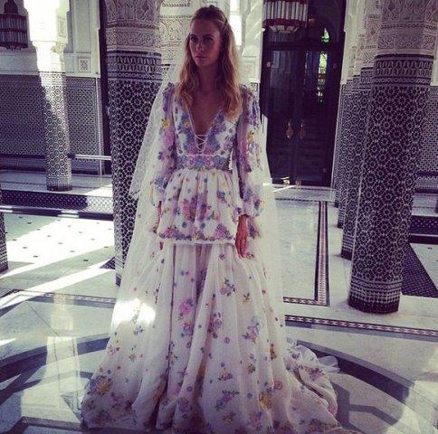 Poppy Delevingne se Emilio Pucci-trourok tydens haar bruilof in Marokko FOTO: Instagram (@peter_dundas)