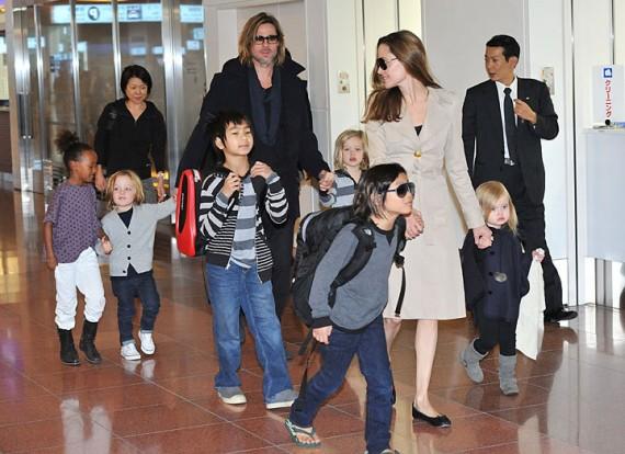 Die Jolie-Pitt-kroos: Zahara, Knox, Maddox, Shiloh, Pax en Vivienne saam met Ma Angelina en Pa Brad