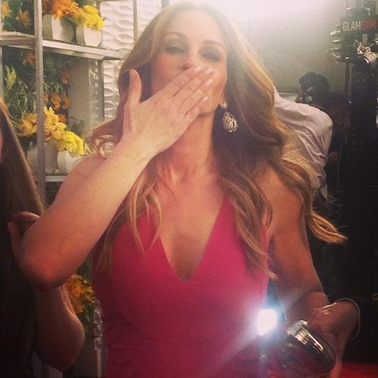 Julia Roberts se pienk eenstuk met 'n V-halslyn FOTO: Instagram