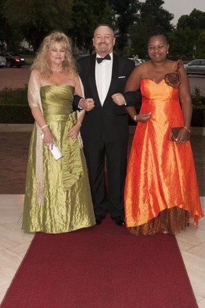 Bev en Lloyd Letard saam met Grace Ngcongo