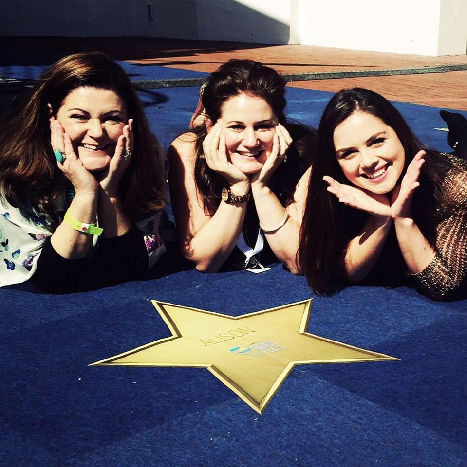 Alison, Uga Carlini (regisseur) en Christia Visser wat die jong Alison speel