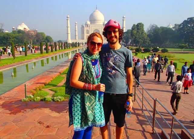 En en Reinardt op reis in Indië. Voor die Taj Mahal.