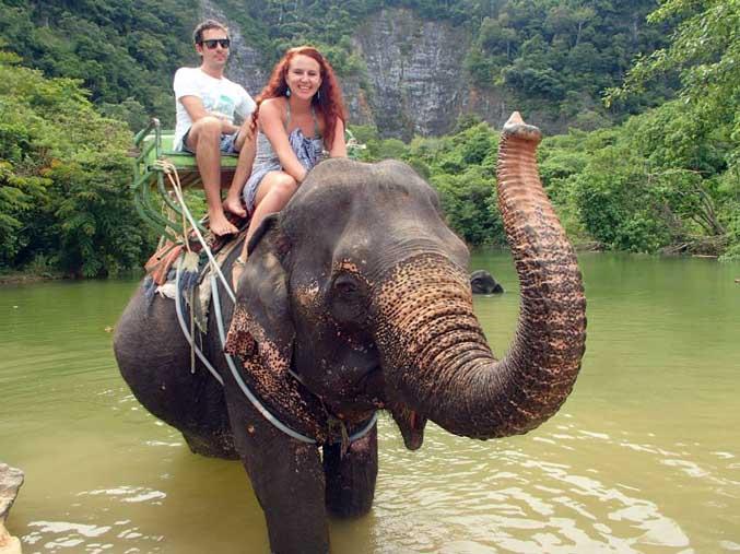 In Krabi, Thailand, het ons op 'n olifant gery.