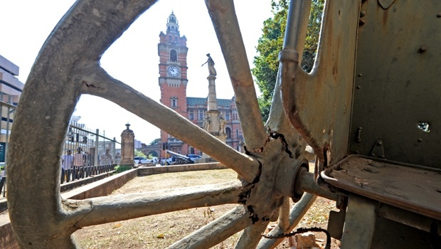 The historic fieldguns guarding the Memorial Arch opposite the City Hall have been in a state of disrepair for years.
