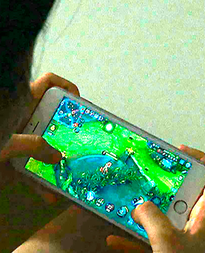 21 Woman goes blind after playing Smartphone game all day