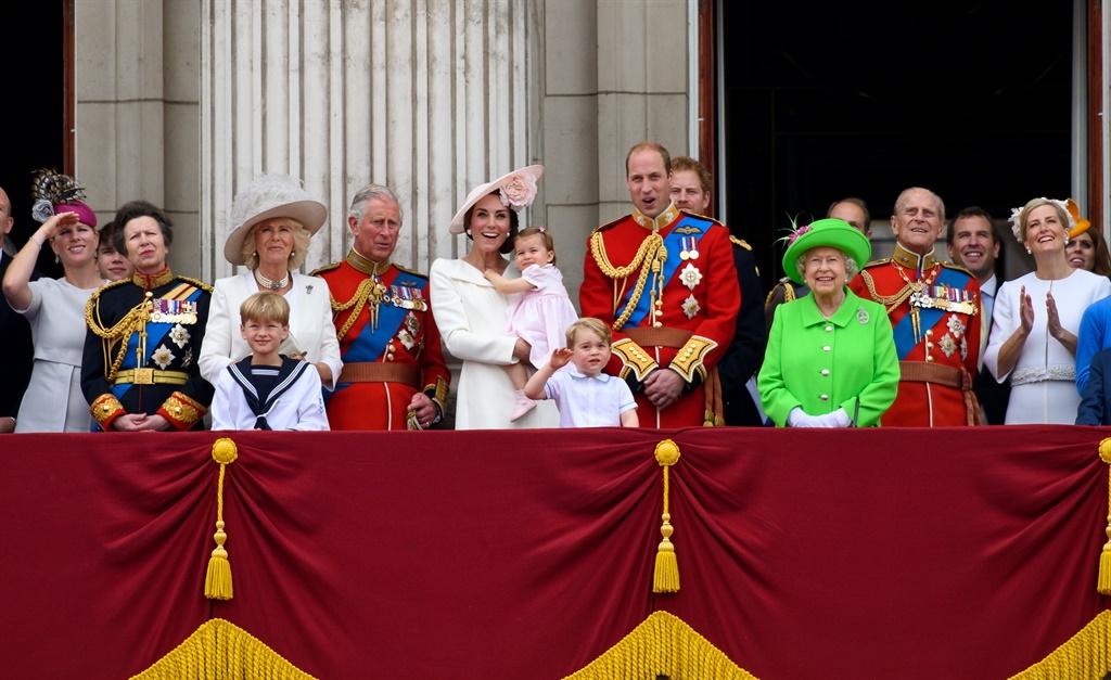 Van links: Zara Tindall, prinses Anne, Camilla, pr
