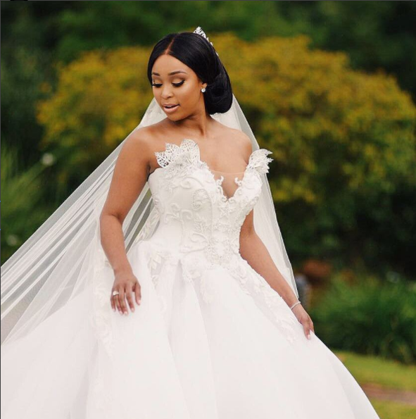Pics minnie unveils wedding images daily sun for Dress for my brothers wedding