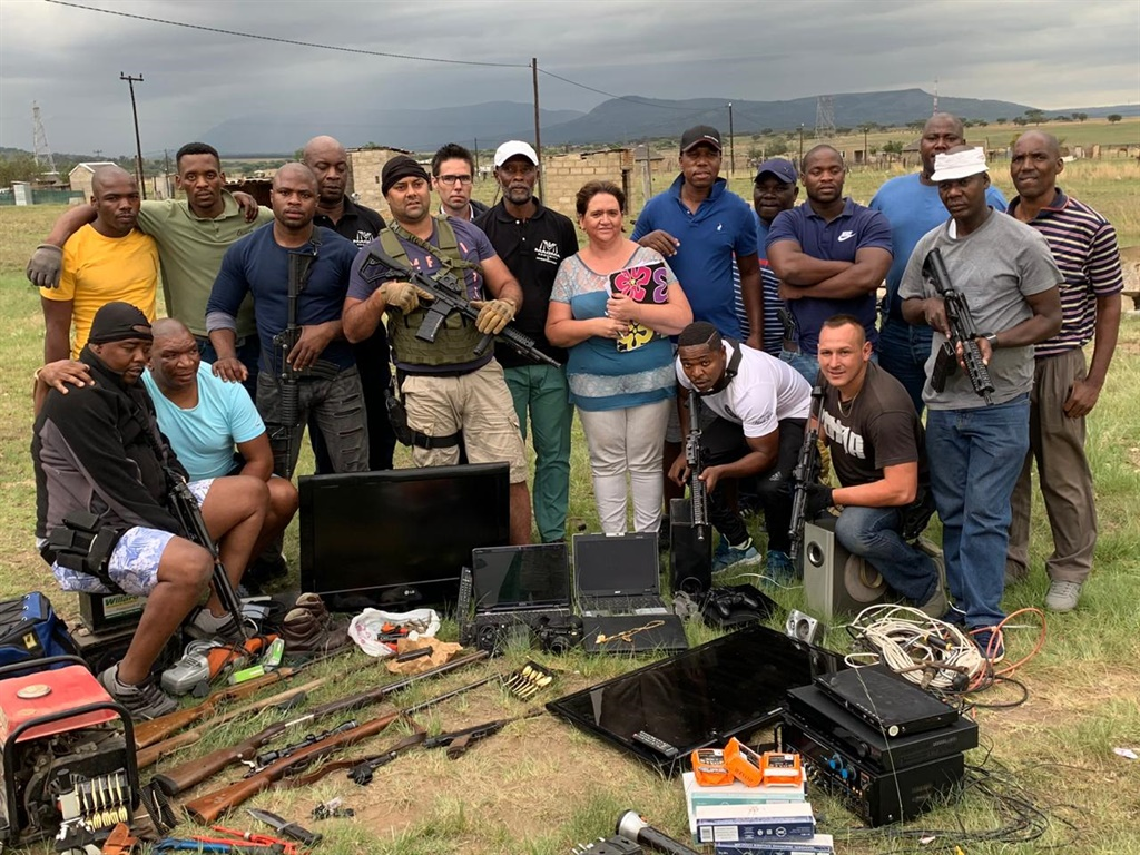 A joint operation between Magma Security, Pietermaritzburg Crime Intelligence and Ladysmith police saw the arrest of two men who had allegedly been part of a gang terrorising the Ladysmith and Dundee area for the past few months. Guns and other items believed to have been stolen were recovered.