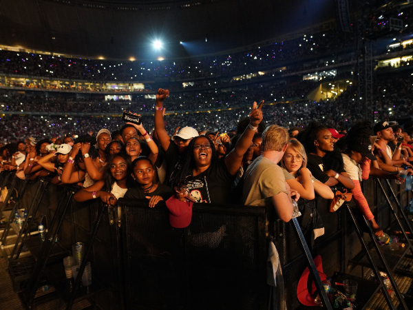 Fans gathered at the Global Citizen concert. (Getty/Gallo)