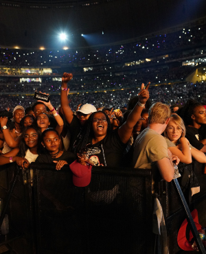 Fans gathered at Global Citizen concert (PHOTO: Getty/Gallo)