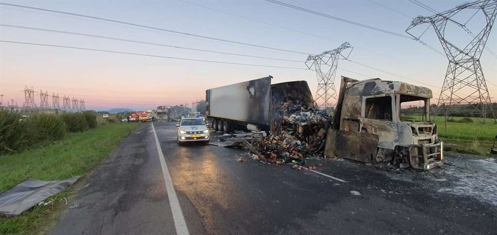 PICS | Two trucks set alight on the N1 near Paarl - News24