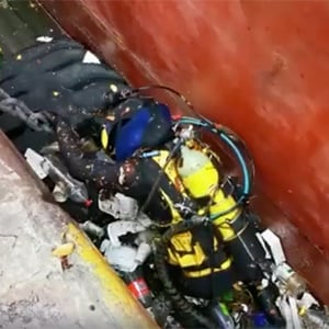 Video footage of a diver, struggling to make his way out of the Durban harbour due to the sea of trash blocking his way, has surfaced on social media.