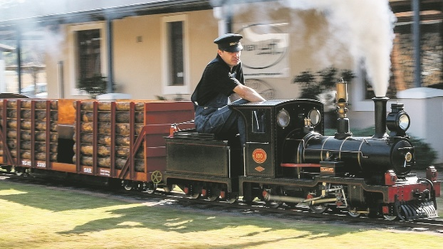 Andries Keyser and his team yesterday shattered the world record for the longest distance covered by a coal-fired miniature steam locomotive in a 24-hour period.