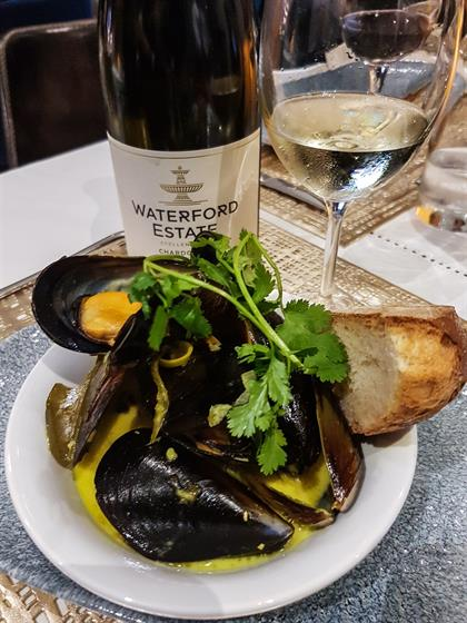 mussles and wine