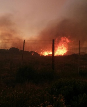 The Overberg fire that firefighters are battling to contain. (Supplied)