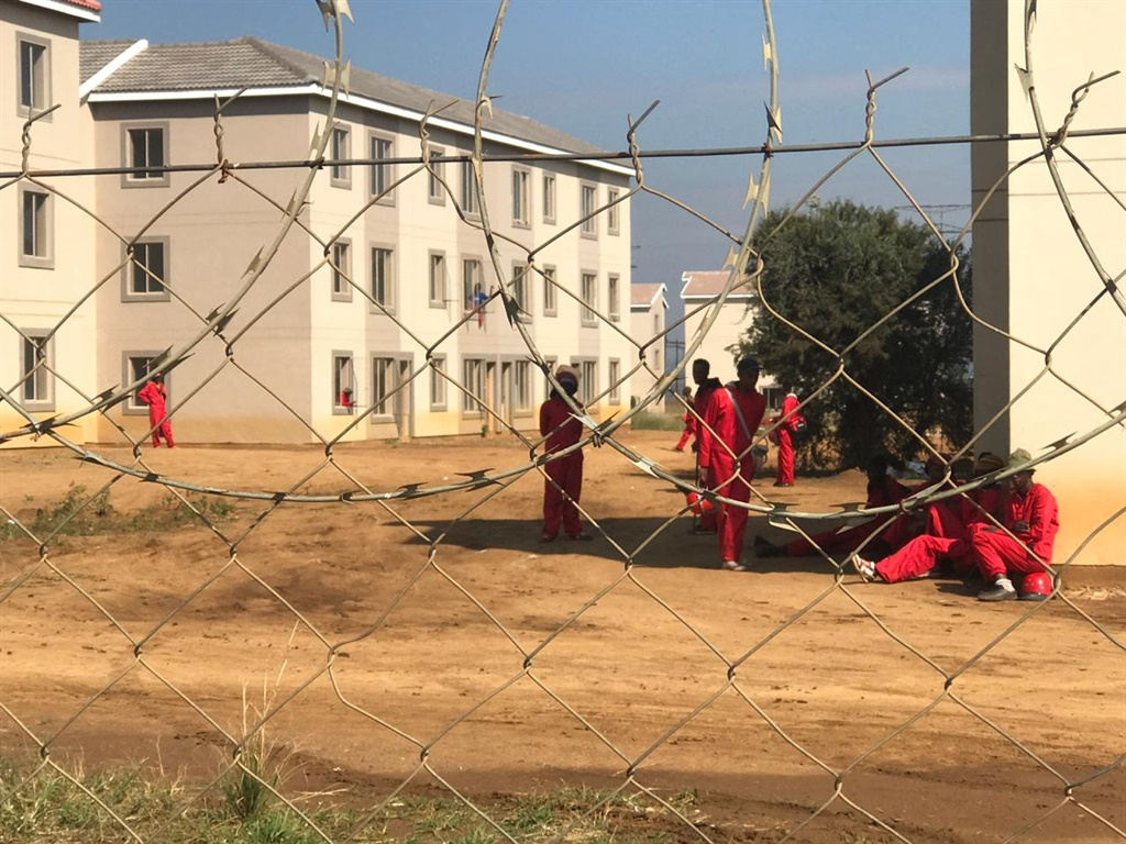 Discovery of man's body heightens tensions during Johannesburg eviction - News24