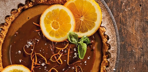 Coffee and cremora tart with orange
