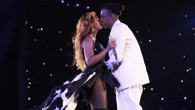beyonce,jay z,kiss,onstage,on the run tour