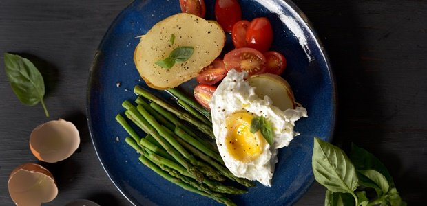Baked Potatoes with Asparagus, Poached Egg and Tom